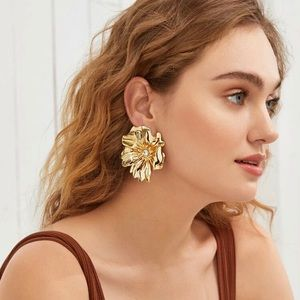 3/$30 💛 Exaggerated Flower Stud Earrings